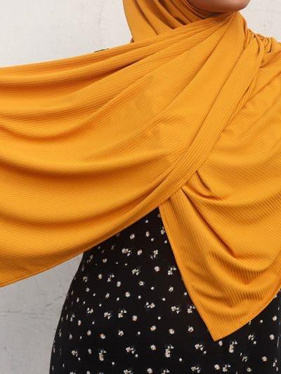 Hjab shawl gold.
